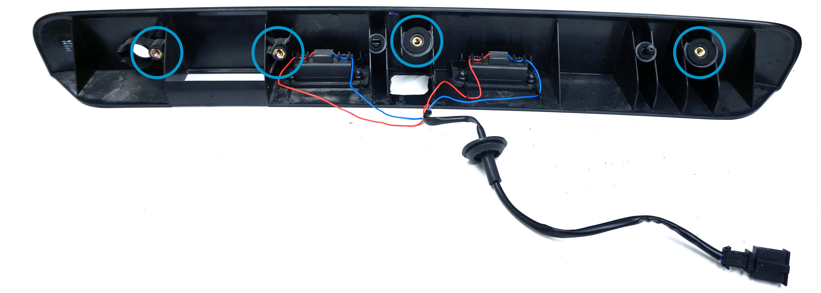 Komplett kit för eftermontering av backkamera i Transporter T6